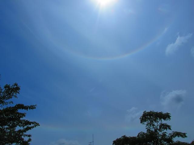 横浜で見えた環水平アークと日暈