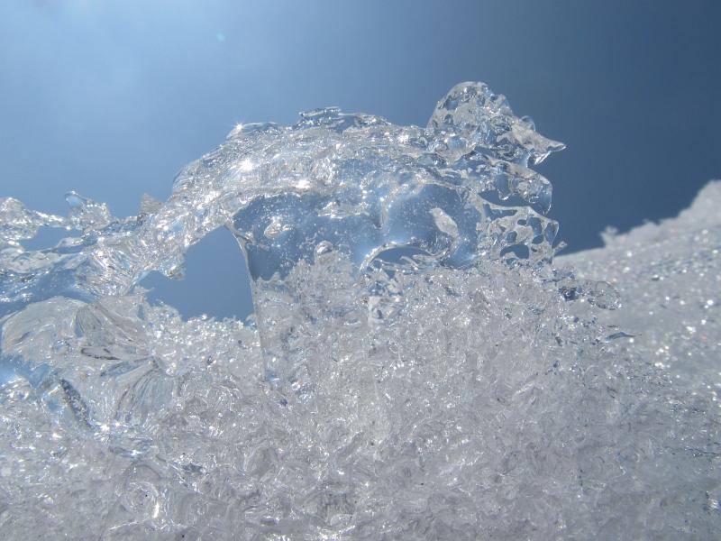 立山の氷 融けた雪が再凍結