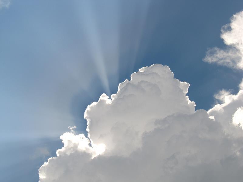 積雲から漏れる光:光芒