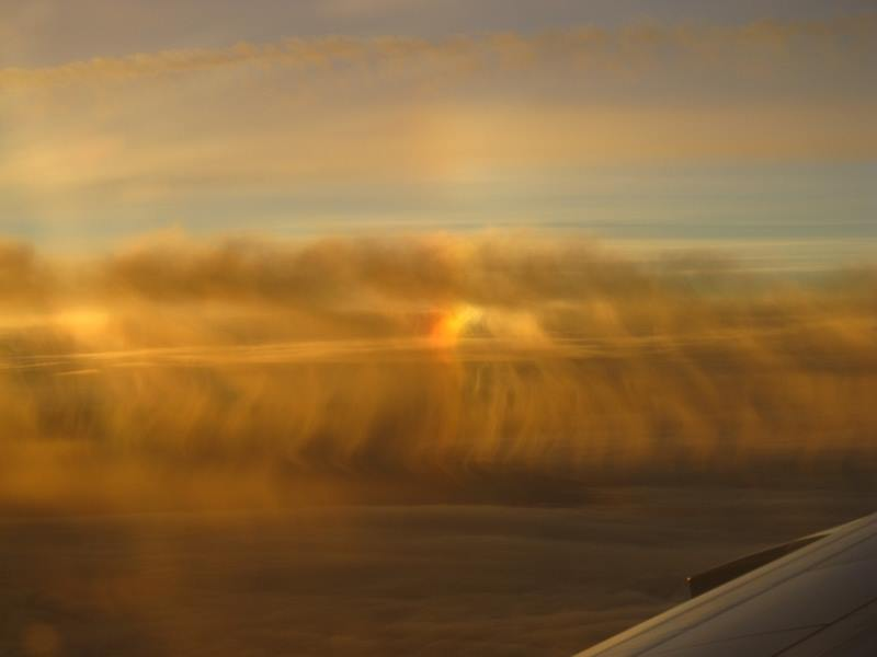黄金の巻雲に映る幻日