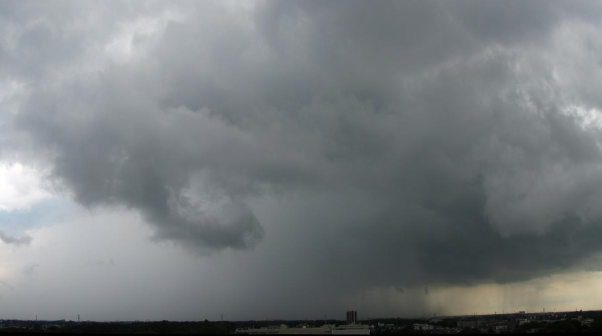 積乱雲から降る激しい雨