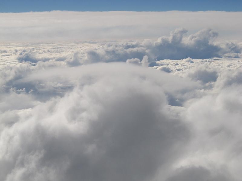 空でみた頭巾雲