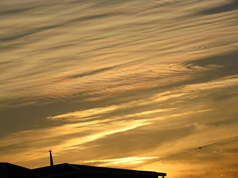 彩雲の夕焼け