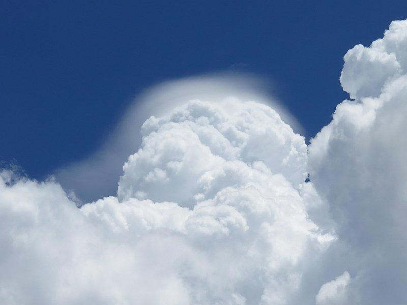 きれいなベール雲(頭巾雲)
