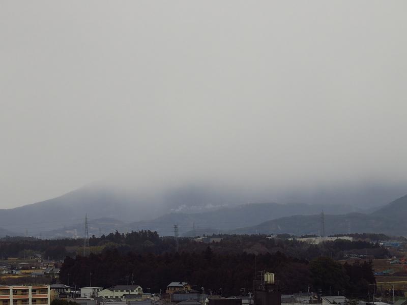 降雪に隠れる筑波山