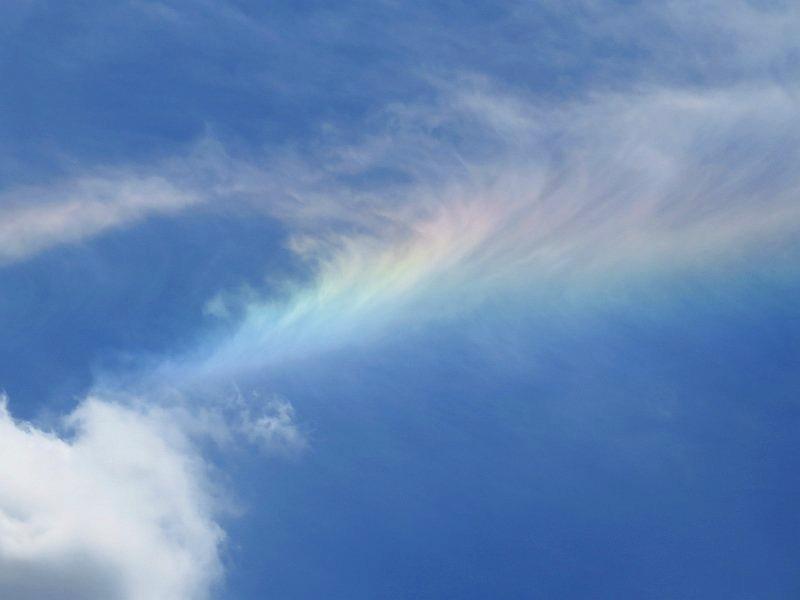 環水平アークによる虹色の雲