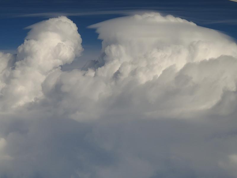 積乱雲とベール雲