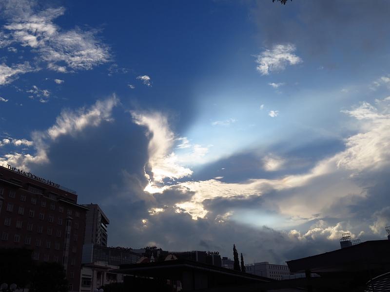 積乱雲から差し込む光~光芒~