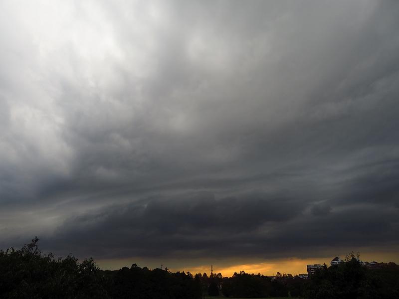 積乱雲のガストフロントに伴うアーク雲