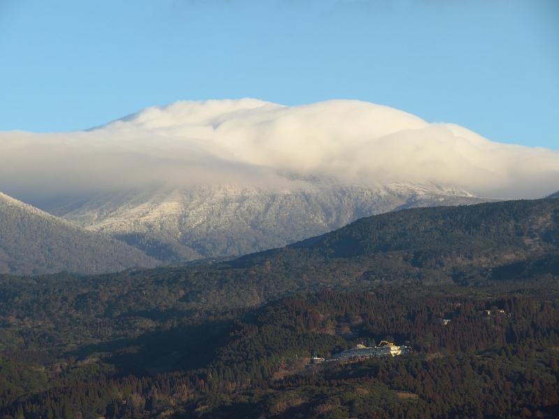 霧島連山の韓国岳にかかる雲