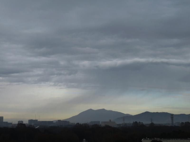 筑波山にかかる雨のカーテン