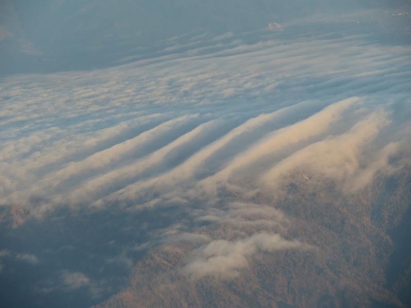 四国山地でできた波状雲