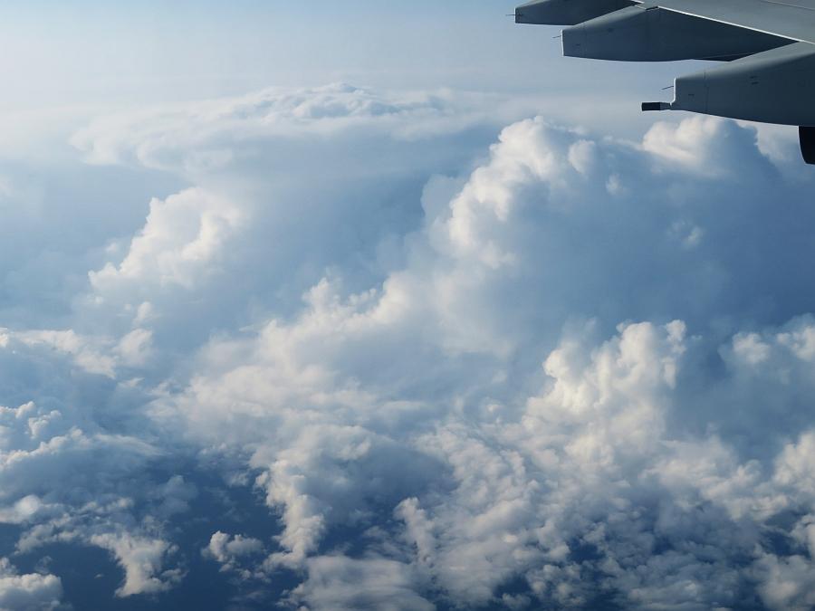 飛行機から見た積乱雲とアンビル
