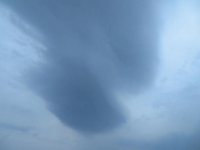 吊るし雲のような雲