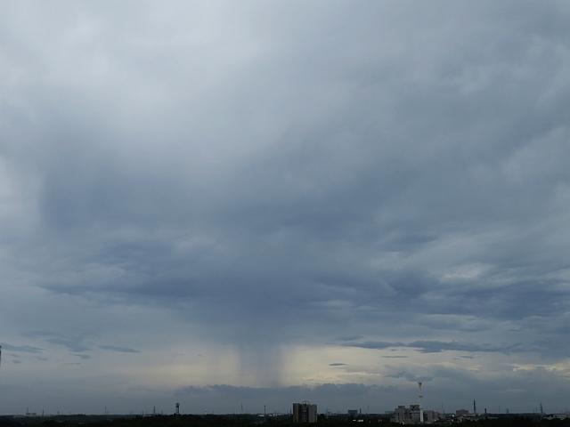 狭い範囲に降る雨